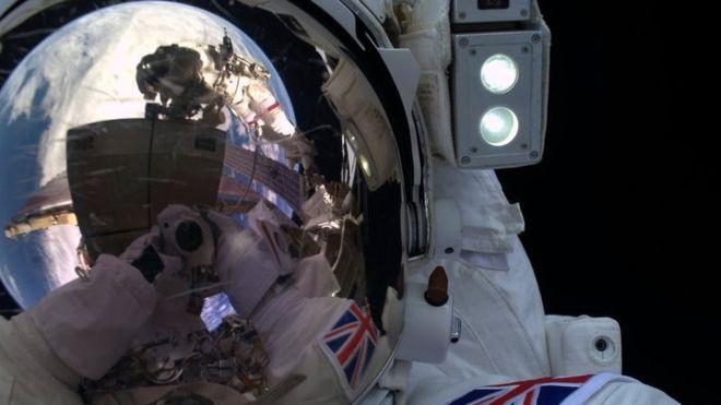 Spacewalk_ISS_Peake